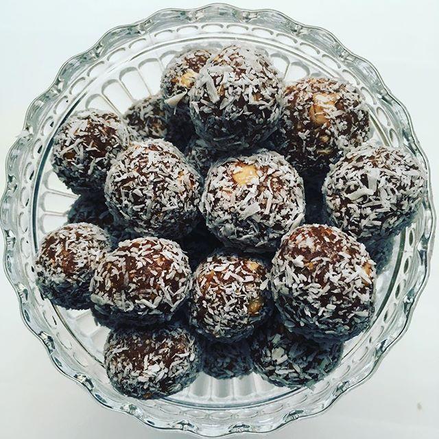 Blir aldri lei disse kokoskulene 🙌🏼 #kokoskuler #naturligsunn #sukkerfri #glutenfri #vegansk #næringsrikeråvarer