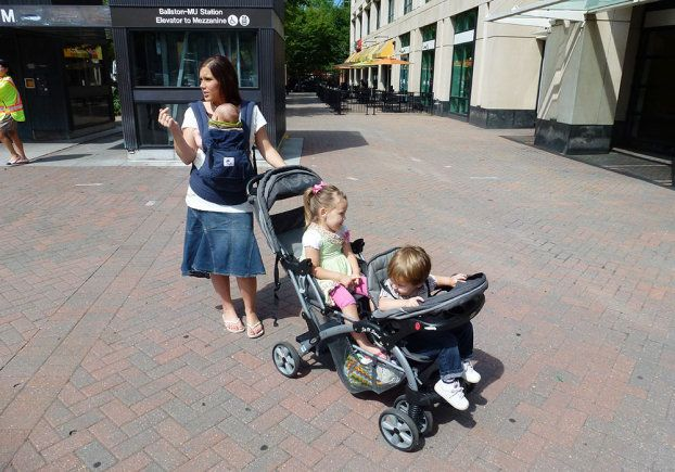 Anna Duggar and the kids tackle the Metro subway in ...