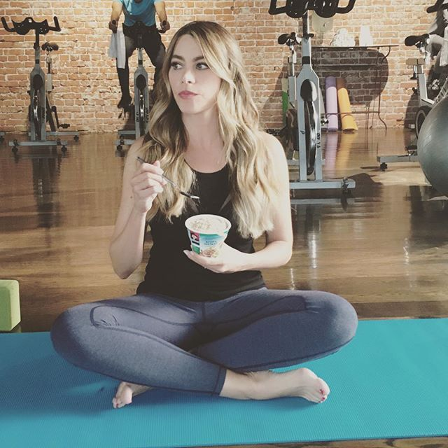 Pin for Later: 13 Times Sofia Vergara Showed Us She Lives by the Hashtag #NoPainNoCake When She Took a Snack Break While on the Mat
