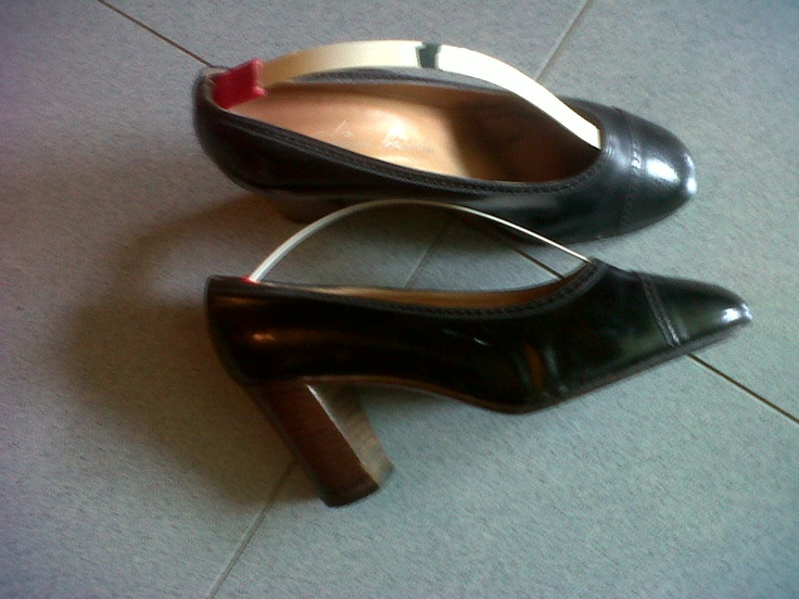 "Black leather decolleté ""French  design"". Pino Binda master shoemaker in Milan Italy"