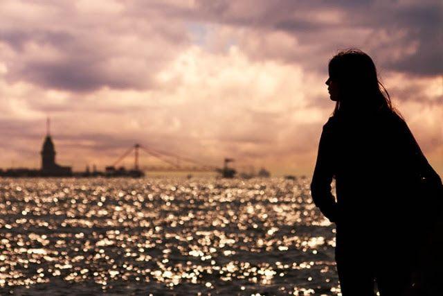 Bazı insanlar uzaktan sadece ışıkları görülen şehirler gibidir Hüzünlü dalgın ve belirsiz…  ** Mehmet Deveci
