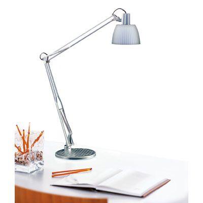 La lámpara es alto y muy simple.