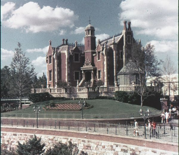 Vintage Disney World photos - like the Haunted Mansion. Wow, it looks different today. (click for more)