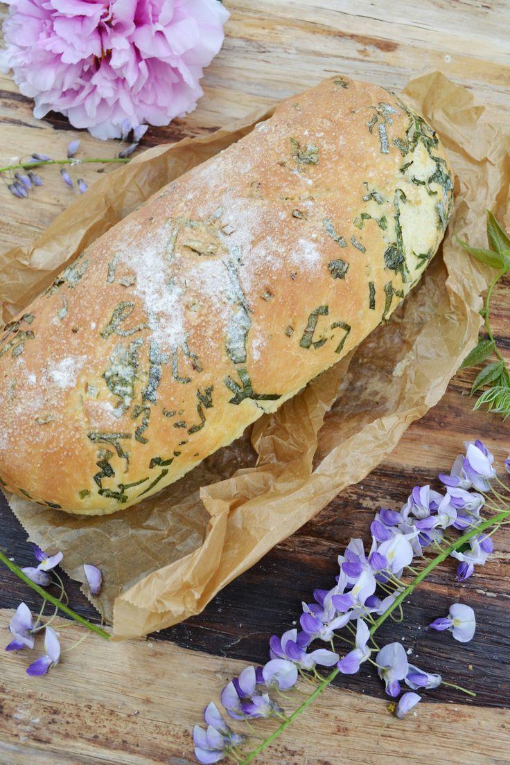 Bärlauch – ihr wisst ja, dass wir diesen wilden Knoblauch einfach lieben! <3 In duftendem Brot passt er wunderbar zu einem frischen Frühlingssalat. Nur mit etwas guter Butter bestrichen, genieße…