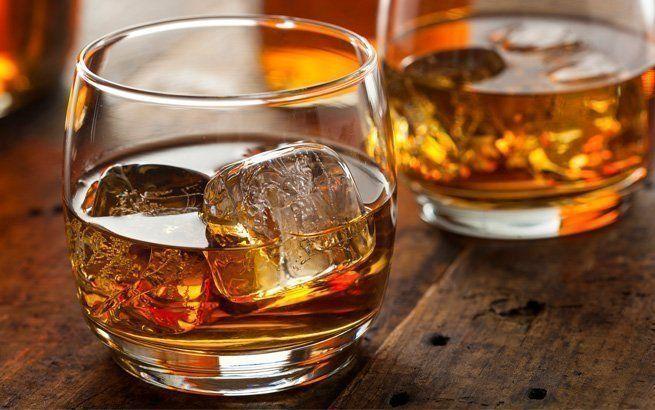 Whisky ist ein Dauerbrenner unter den Getränken – aber wie trinkt man ihn richtig?