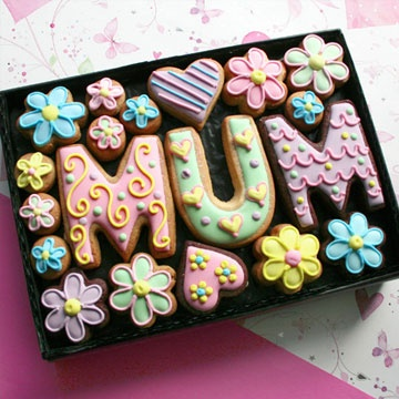 Medium 'MUM' cookie gift box