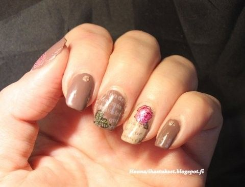 Nailart- stamping with neutral colours