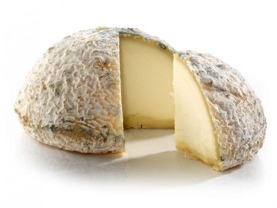 La Taupinière : Sous forme de dôme, ce fromage offre de sublimes arômes et un coeur fondant. Découvrez le vite !