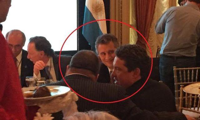 """INDEPENDIENTE?: LANATA Y UNA COMIDA CON EMPRESARIOS Y EL EMBAJADOR NORTEAMERICANO      Independiente?: Lanata y una comida con empresarios y el embajador norteamericano El showman almorzó en el hotel Alvear con Noah Mamet embajador de Estados Unidos en Argentina. De qué hablaron? El """"periodista"""" estrella del Grupo Clarín Jorge Lanata almorzó con empresarios que según dijo Clarín pagaron $2.600 el cubierto. Inmediatamente trascendió en las redes sociales una foto que vale más que mil…"""