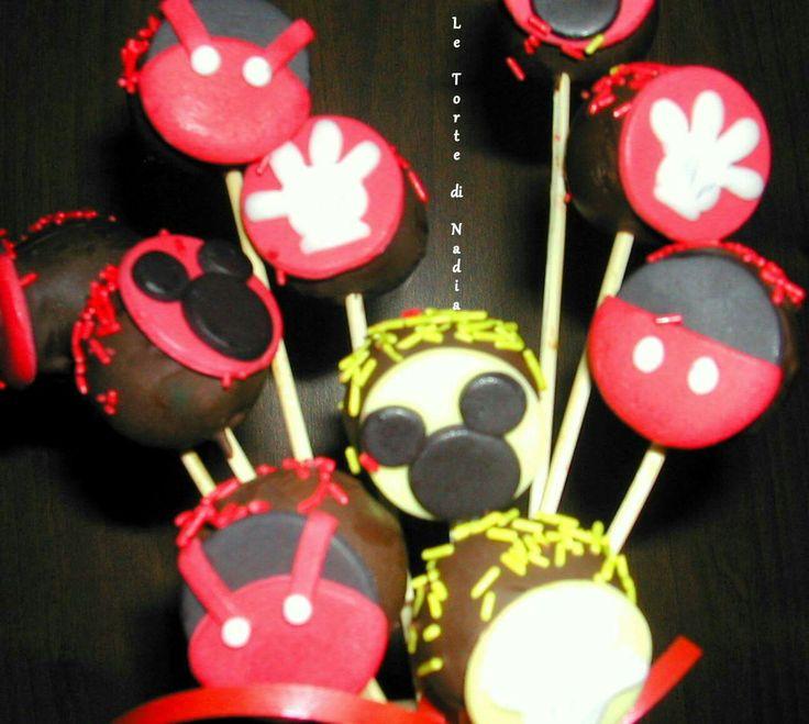 "Cake pops ""Topolino"" Info: 389 9355816 anche WhatsApp #cakepopstopolino #mickeymousecakepops #torteartistiche #cakespops #tortebambini #topolino #mickeymouse"