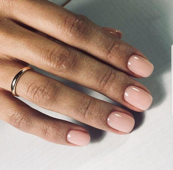 Einfache, nackte Nägel