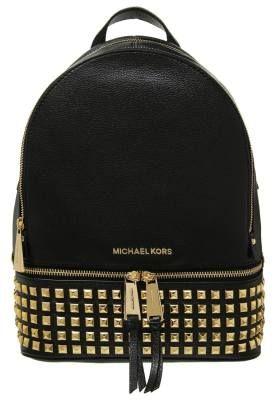 Michael Kors Rhea Mochila Black Las Mochilas De Mujer Sustituyen A Los Bolsos Esta temporada, las mochilas de mujer sustituyen a los bolsos con ánimo de satisfacer los deseos de las almas más joviales.