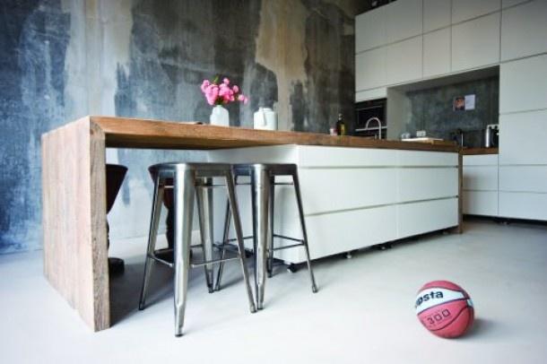 mooie greeploze keuken met houten blad