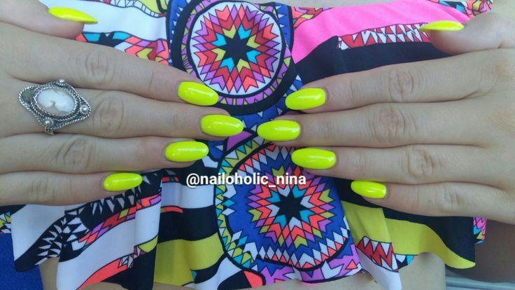 Neon yellow ❤