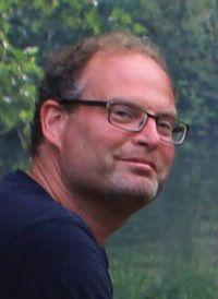 Marco kunst is in 1966 geboren. Hij is een nederlandse schrijver van jeugboek. Zijn boeken zijn zowel filosofisch als sterk zintuiglijk.