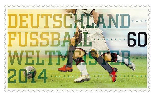 [Philatélie] Timbre pour la victoire de l'Allemagne à la Coupe du monde de football. Timbre conçu par Lutz Menze (Wuppertal). En vente depuis le 17 juillet en Allemagne dans les points de vente de la Deutsche Post AG.  Les joueurs, ainsi que les responsables de l'entraînement et de l'encadrement de l'équipe nationale de football victorieuse, recevront des exemplaires de l'émission initiale de ce timbre de collection © Ministère fédéral des Finances. DR.