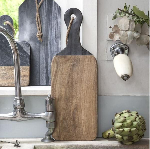 Mango wood paddle board chopping board with grey marble handle