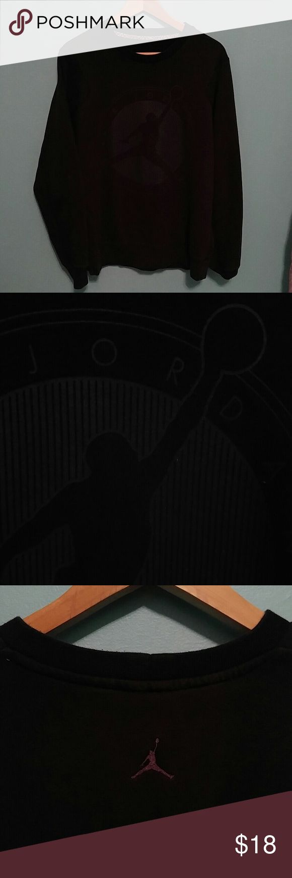 "Air Jordan Flight Club crewmen sweatshirt L Black Jordan crewneck sweatshirt featuring dark grey Jordan Flight Club logo on front and Jordan logo on back. Length 27"", Width 22.5"" Jordan Shirts Sweatshirts & Hoodies"
