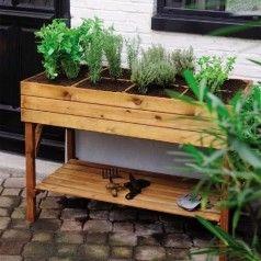 Et les bacs de culture en bois deviennent potager de balcon !