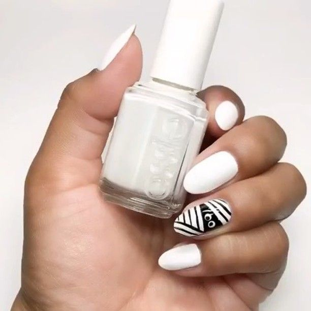 Sally Beauty Shared A Post On Instagram Halloween Goes Chic With This Mani From Nailartbyjen Halloween Hallo In 2020 Nail Art Videos Halloween Nails Sally Beauty