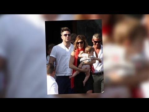 ▶ Robbie Williams and Ayda Field Go Boating With Their Daughter Theodora Rose - Splash News - YouTube