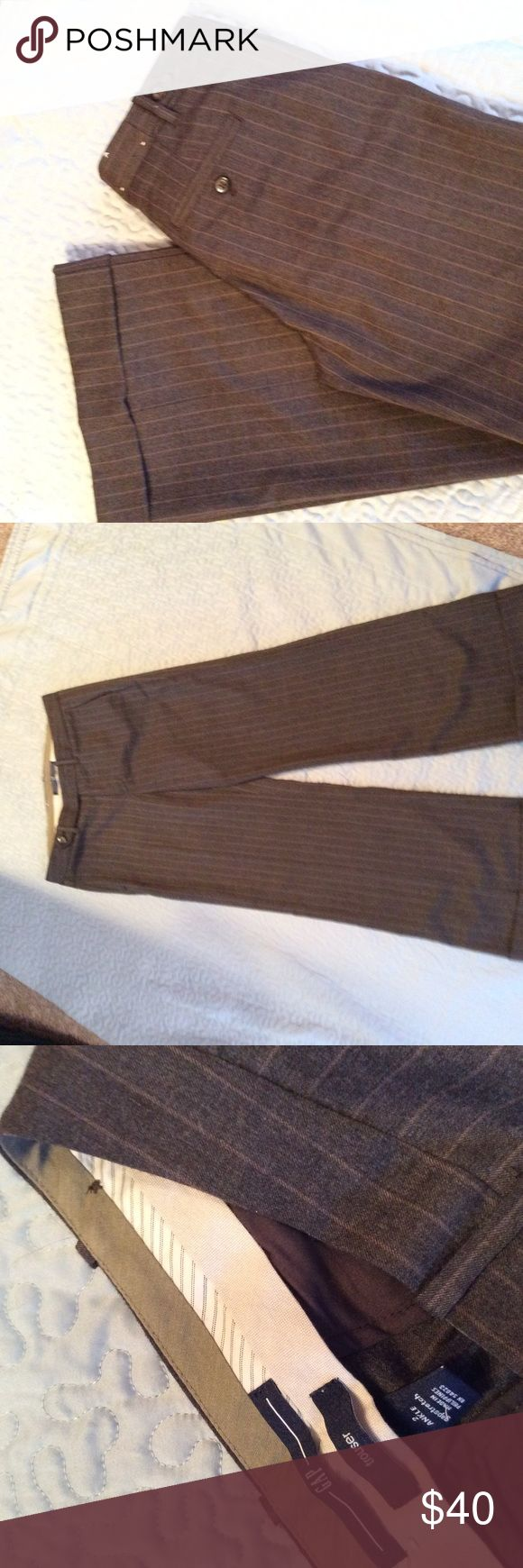 Gap dress trousers. Price dropped Gap gray with brown  striped trousers. One button front   Front side pockets. Back pockets. Gapstretch 50% wool 48% polyester 2% spandex. 2ankle in good condition GAP Pants Ankle & Cropped