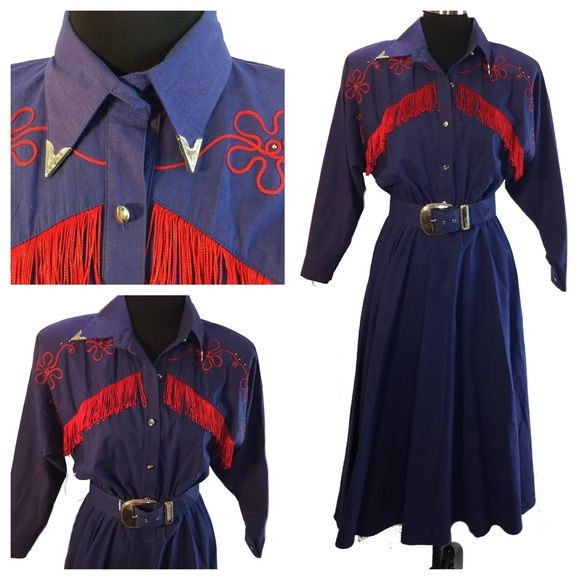 """Vtg 80s Square Dance Circle Skirt Western Dress Lilia Smitty Exclusive Western Wear Dress Square Dance / Circle Skirt Blue with Red Fringe Silvertone Collar Tips, Buttons and Decorative Studs 100% Cotton exclusive of decoration Approx S/M  Condition: Preowned, very nice, we see a green mark at the back of the dress near hem as pictured.  ✂------measurements------- (all taken with the garment laying flat)  Chest 22 1/2""""      Length back of Neck to Hem 52"""" Arm opening 10-1/2"""" Sleeve 18""""…"""