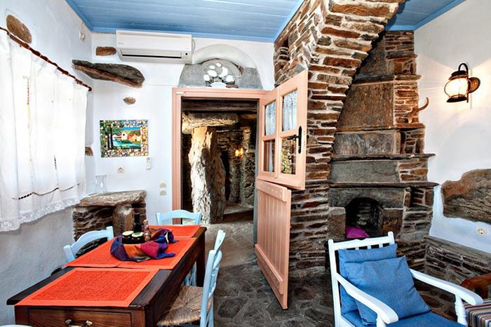#Traditional island residence ideal for a #vacation experience with #Aegean flair http://www.tinos-habitart.gr/peach-house.php
