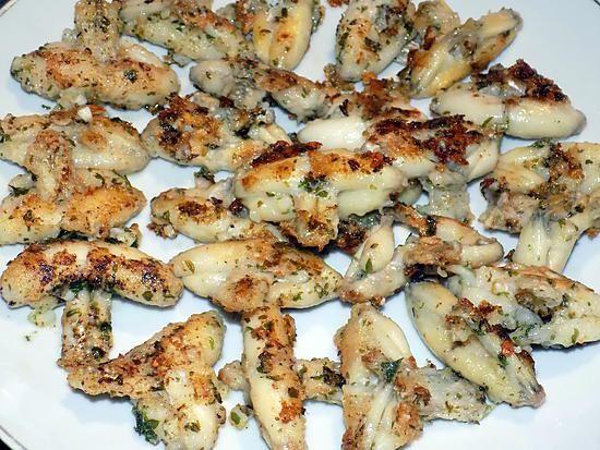 La meilleure recette de Cuisses de grenouilles au beurre d'ail! L'essayer, c'est l'adopter! 5.0/5 (2 votes), 2 Commentaires. Ingrédients: 300g de cuisses de grenouilles     2 gousses d'ail     2 cuillères à soupe de persil (surgelé)     30g de beurre     3 cuillères à soupe d'huile d'olive     2 cuillères à soupe de farine