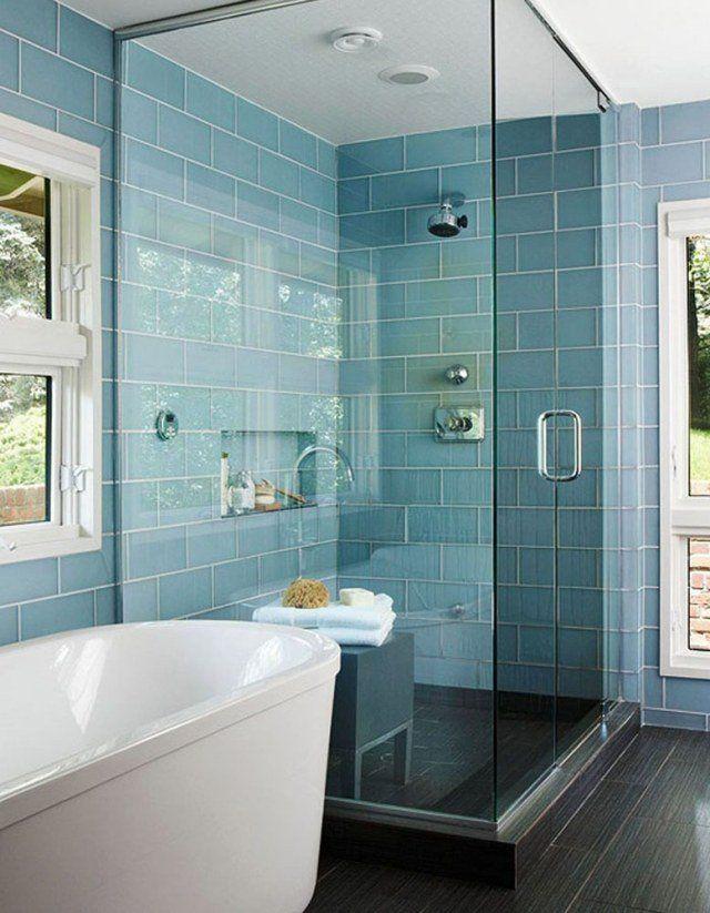 carrelage en couleur bleue forme rectangulaire pour la salle de bains