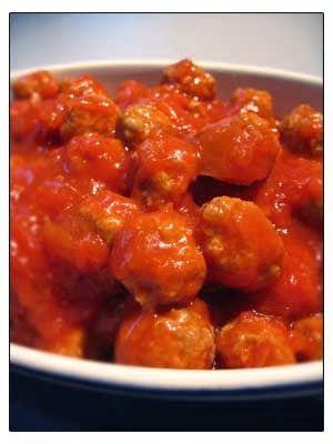 Deze tomatensaus zal in de smaak vallen bij kinderen, deze tomatensaus is minder scherp als de andere tomatensaus op de blog. Deze balletjes in tomatensaus zijn ook lekker koud, bijvoorbeeld met een stukje brood. Voor de saus:– 1 ajuin– 300 gr gezeefde tomaten– 100 gr ketchup– 10 cl water– 1 koffielepel maïzena– een half blokje …