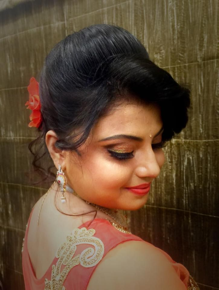 Indian bride's bridal reception hairstyle by Swank Studio. Glitter eye makeup. Coral lips. Find us at https://www.facebook.com/SwankStudioBangalore #Saree #Blouse #Design #HairAccessory