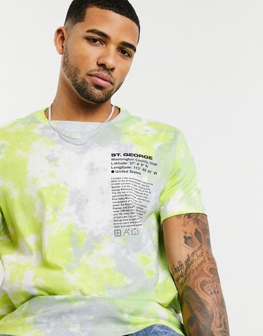 Bershka tie dye t-shirt in green with chest and back print at ASOS. Tie Die Shirts, Tie Dye Crafts, Tie Dye Outfits, Distressed Tee, Dye T Shirt, Personalized T Shirts, Custom T, Mens Tees, Shirt Designs