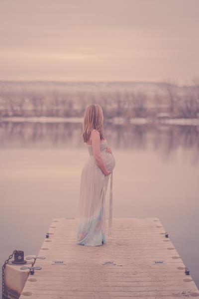 Maternity Photo could work on Lake Washington, Kirkland dock