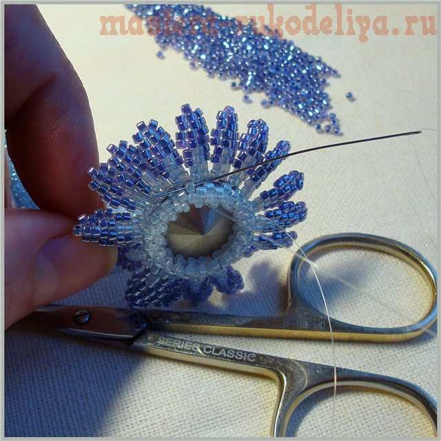 Russian Master class on beading: Brooch. Nice step by step pictues but needs translation #Seed #Bead #Tutorials