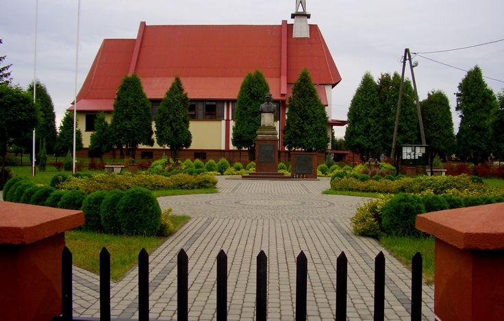 Miejsce Pamięci Gen.Władysława Sikorskiego w Kotowej Woli. Projekt Green Point Kielce. Wykonanie mieszkańcy Kotowej Woli w czynie społecznym.