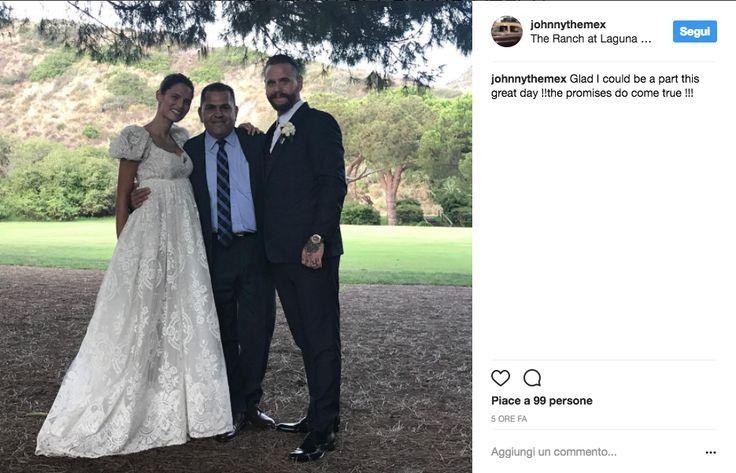 La modella italiana si è sposata in un ranch in California. All'aperto, tra i fiori. E con due damigelle d'eccezione. Tutte le foto