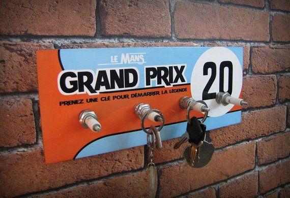 Accroche Cles Mural Le Mans Grand Prix Inspire De La Competition Gulf Racing In 2020 Car Furniture Man Garage Gulf Racing