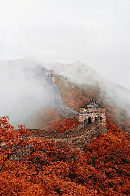 Fall at the Great Wall. (imgur.com)