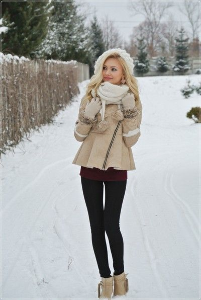 I really like this winter outfit, from the scarf to the hat to the boots every thing looks perfect together! Reminds me of a snow princess #winter #winterfashion #coat