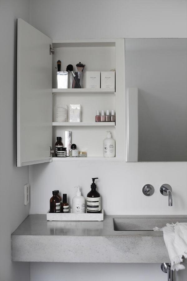 Bathroom Inspiration . Organise the little spaces . Home Decor . Interior . Grey . Modern .