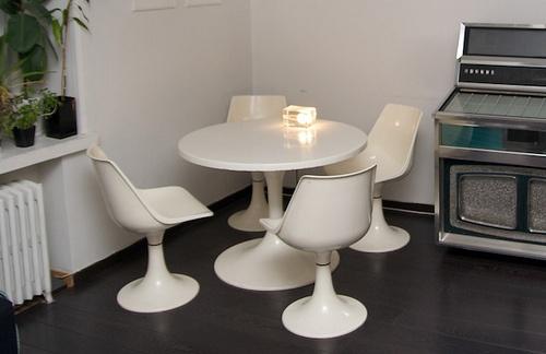 Asko Amigo retro dining table. I WANT!