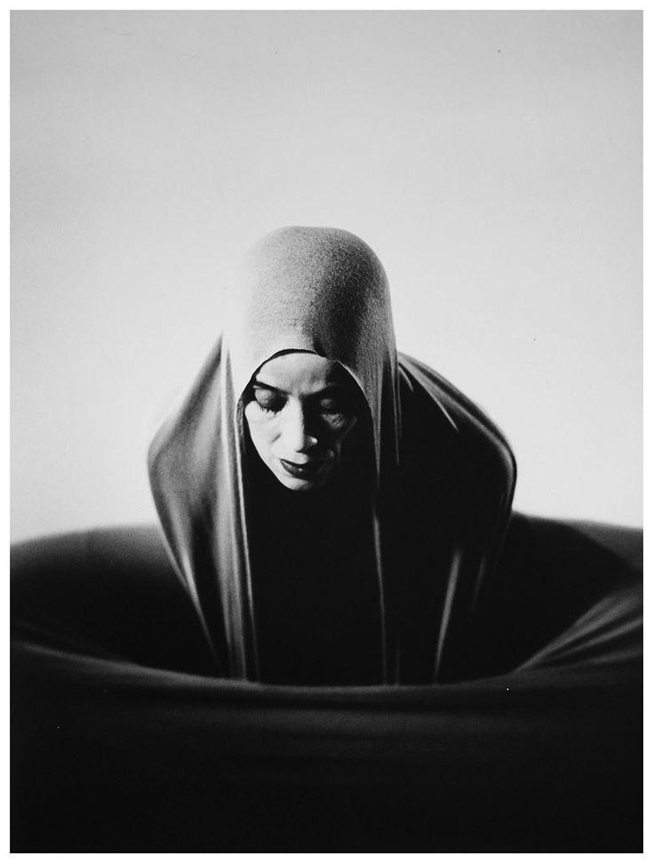 martha graham by barbara morgan .  lamentation 1935