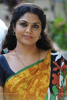 Mallu aunty actress Asha sarath hot in saree