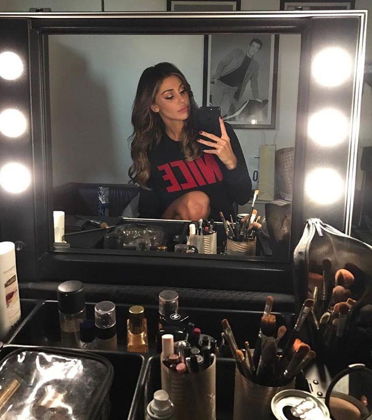 Belen Rodriguez at Mediaset studios. Products shown: VT101C make up case with heat resistent lids. #cantonifans #makeupstation #lights #belen #belenrodriguez #mediaset