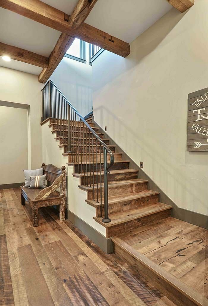 A Fresh Farmhouse Designed With Reclaimed Timbers In Texas Hill