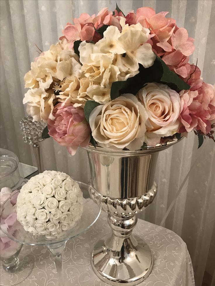 Yapay çiçek süslemeli vazo , Yapay çiçek süslemeli martini kadehi Ceyda Organizasyon ve Davet İstanbul Tel: 532 120 58 98 Whats app: 532 577 16 15 Web: www.ceydaorganizasyon.com Mail: info@ceydaorganizasyon.com İnstagram: evdenisan