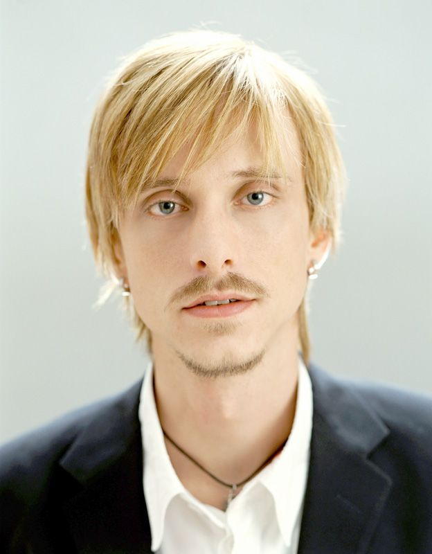 Mackenzie Crook, just realized this guy was the one with the glass eye in pirates of the Caribbean! Didn't realize this while watching Game of thrones. Hes cool!