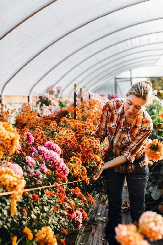 We are so excited to share another amazingly talented woman with you as a part of the return of our 5 Things series.Erin Benzakein is the founder of Floret Flo