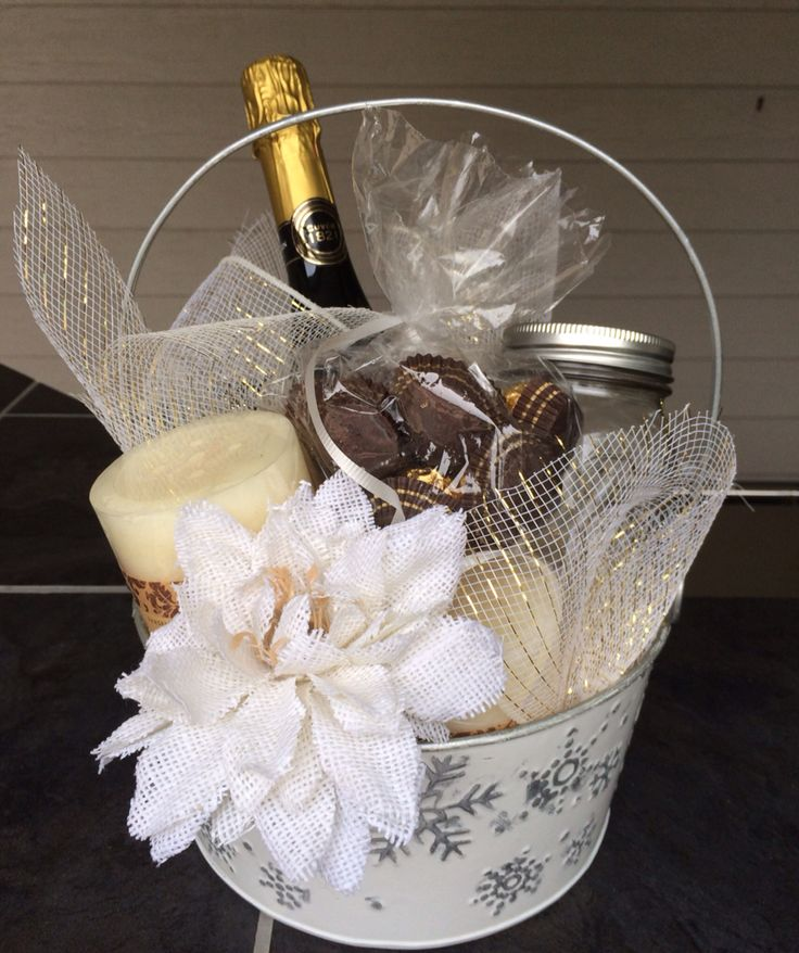 Wedding Gift Basket Ideas Pinterest : basket ideas inexpensive homemade wedding gifts wedding present ideas ...